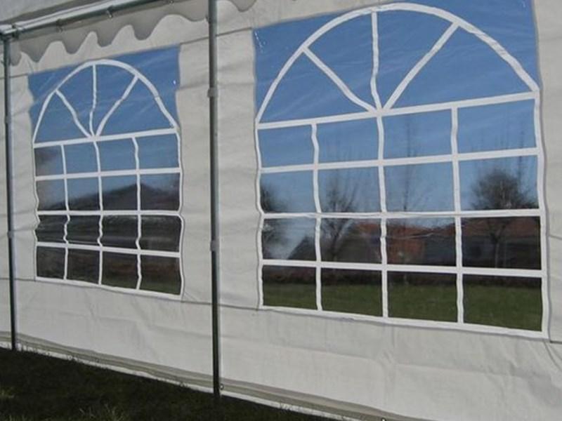 PVC ja PE varjetel on ühesugune arv aknaid (ühesuguse suurusega).